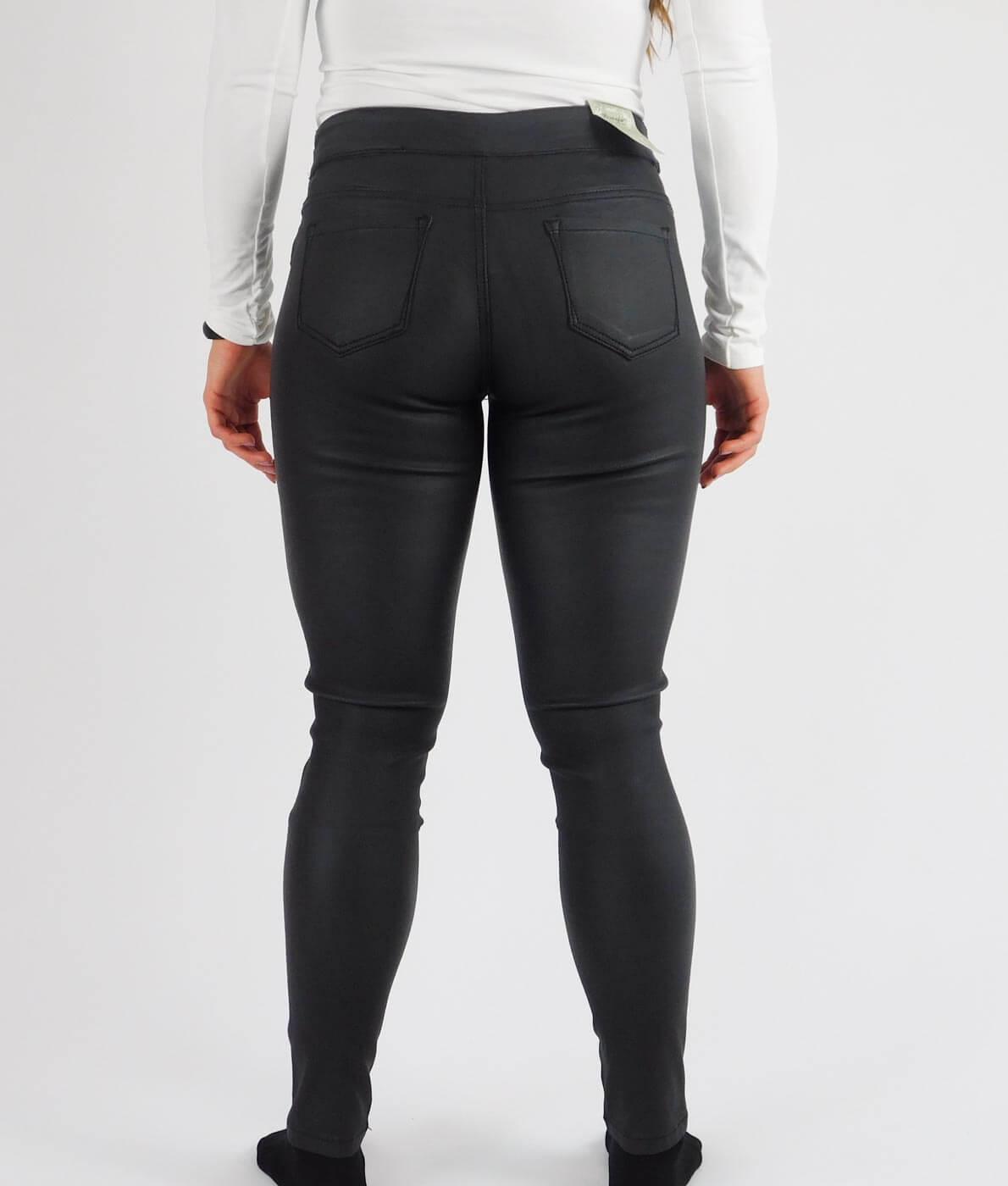 aa827a3704 Fekete, bőrhatású női sztreccs nadrág - 13778 • Dorien